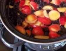 Компот «яблука з чорноплідної горобини» на зиму, рецепт
